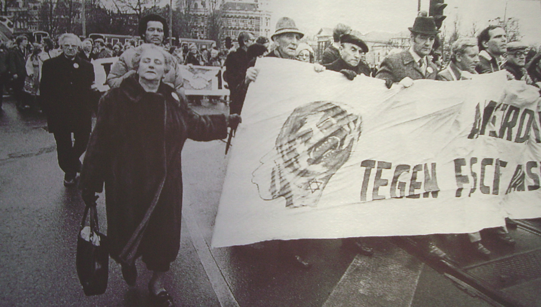 Eva Furth,  demonstratie tegen fascisme1980. foto: Pieter Boersma