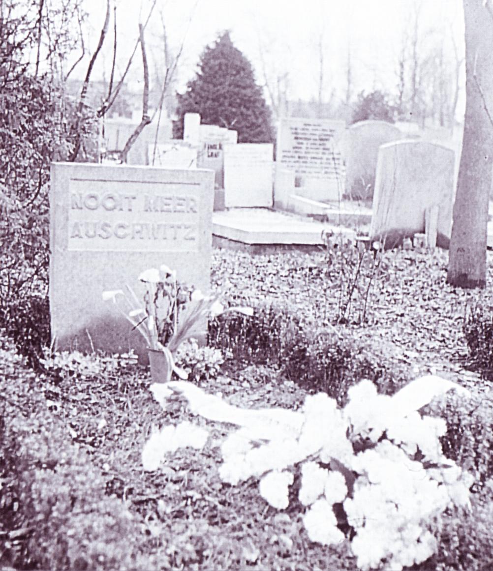 Het eerste monument,  1952. Foto: NAC